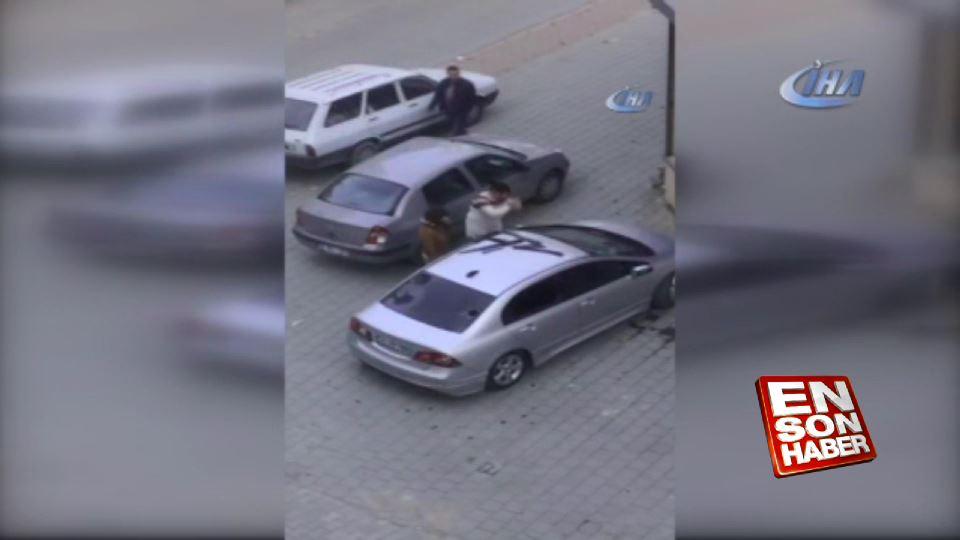Öfkeli kadın kavga ettiği kocasının aracını parçaladı