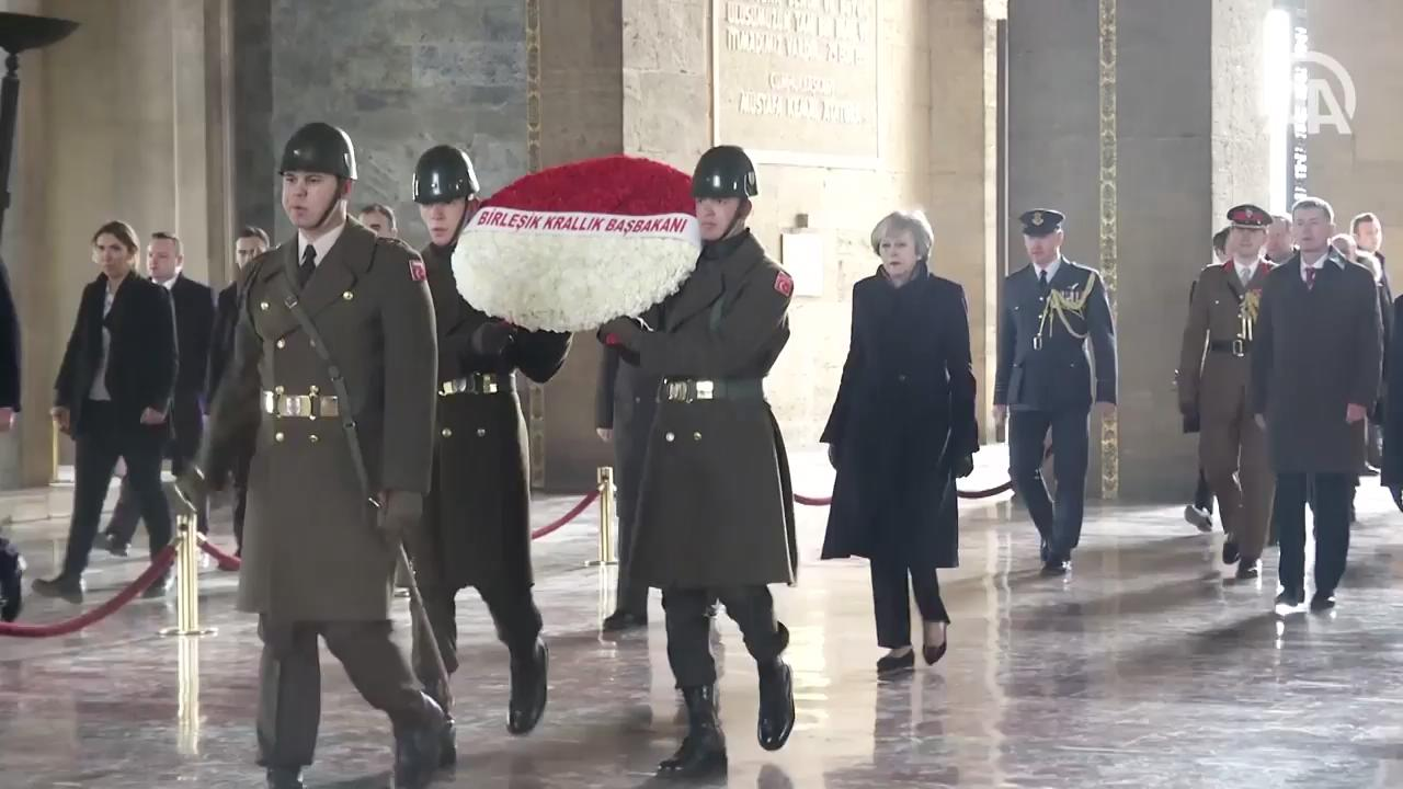 Theresa May Anıtkabir'de