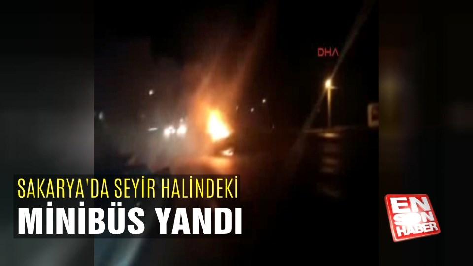 Seyir halindeki minibüs yandı
