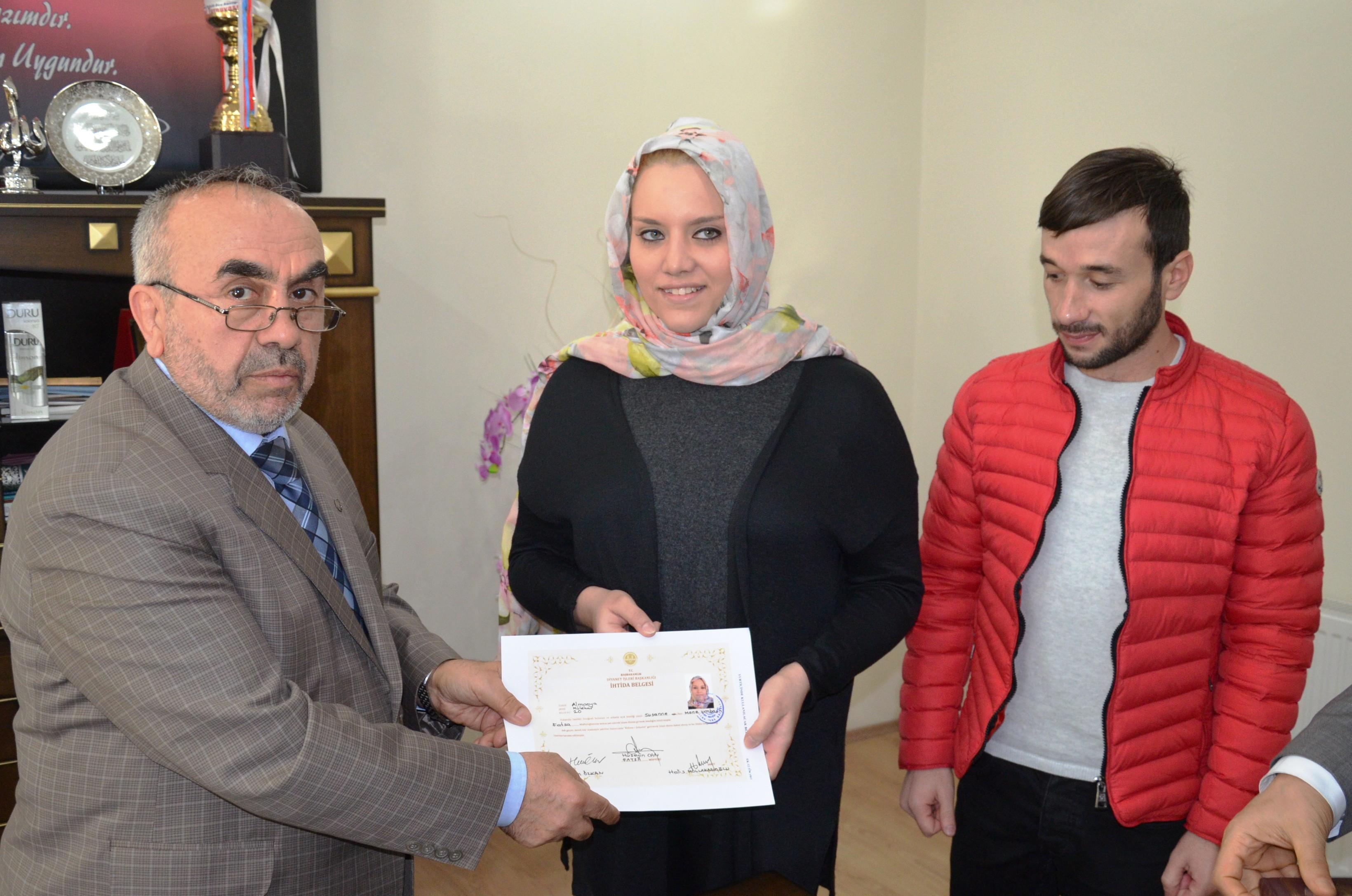 Alman kadın Türk aşkı için Müslüman oldu