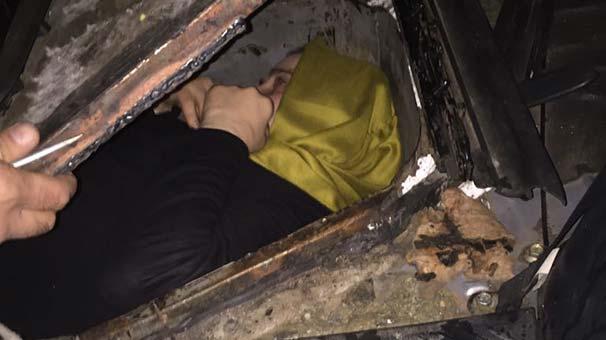 FETÖ'cü kadın aracın gizli bölmesinden çıktı