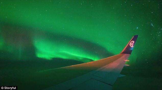Antartika üzerinden kuzey ışıklarının görüntüsü