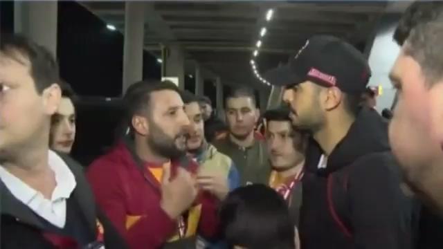 Galatasaray taraftarı Tolga'ya serzenişte bulundu