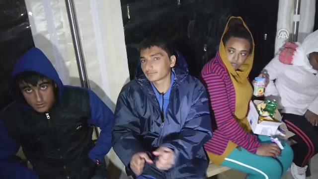 Kürek çekerek Yunanistan'a gitmek isterken yakalandılar