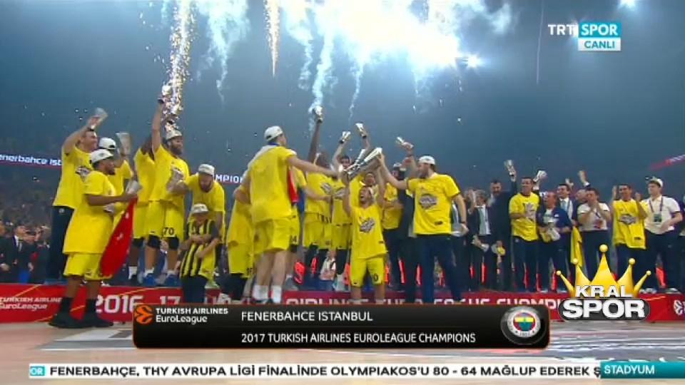 Fenerbahçe şampiyonluk kupasını kaldırdı