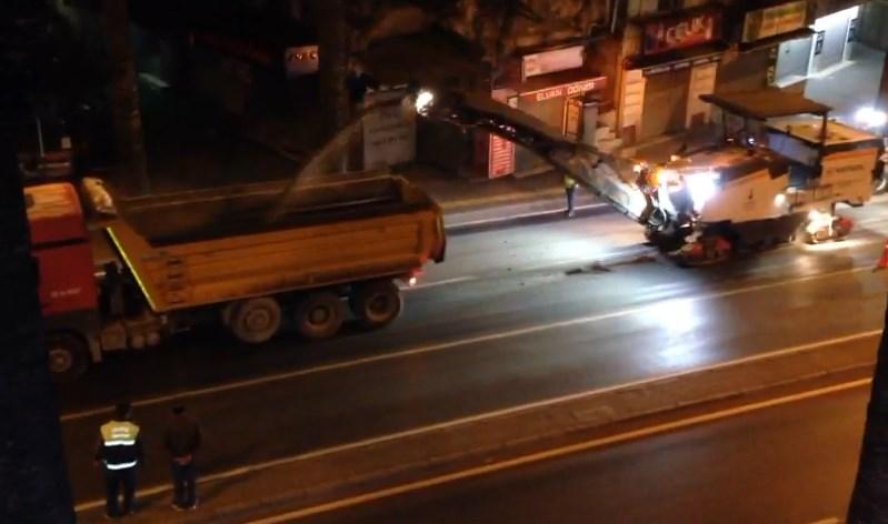 İzmirli belediye çöken yolu kazalardan sonra düzeltti