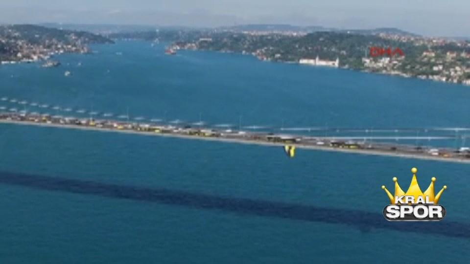 Köprülere Fenerbahçe bayrağı asıldı