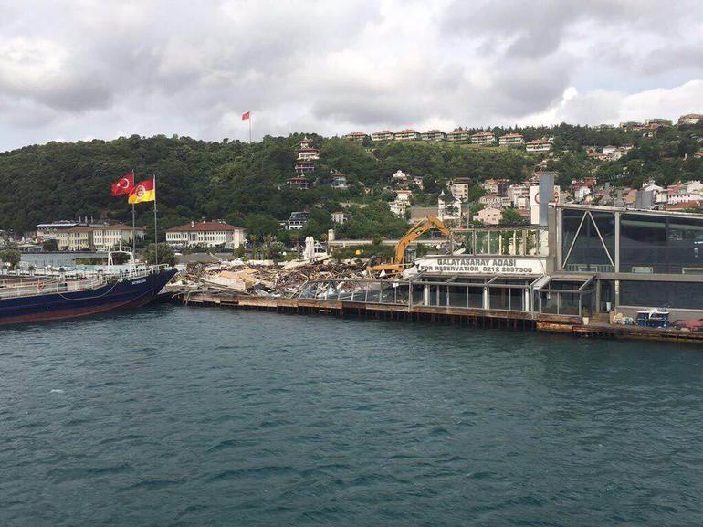 Galatasaray Adası'ndaki yapılaşma yıkıldı