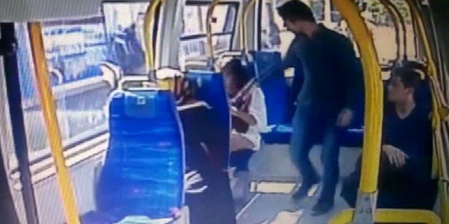 Pendik'te minibüste şortlu kıza saldırı anı