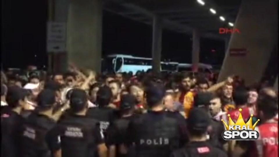 Galatasaray taraftarları yönetimi protesto etti