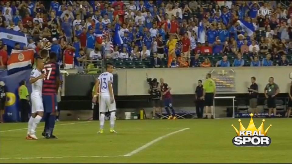Luis Suarez rakibini ısırdı