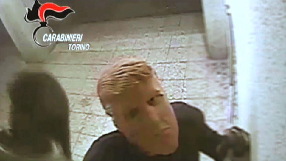 Trump maskeli soyguncular İtalya'da banka soydu
