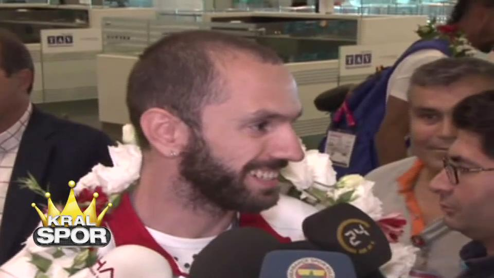 Ramil Guliyev ülkeye döndü
