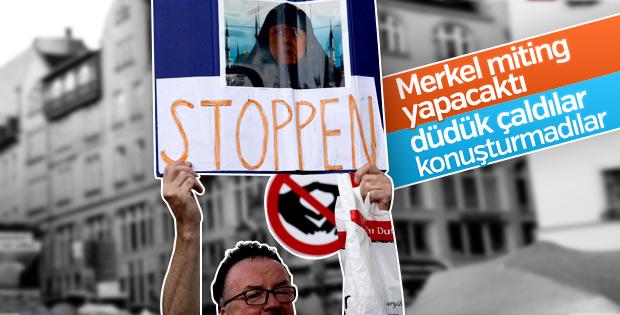 Merkel'e mülteci politikası protestosu