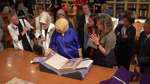 Emine Erdoğan, New York Halk Kütüphanesi'ni ziyaret etti