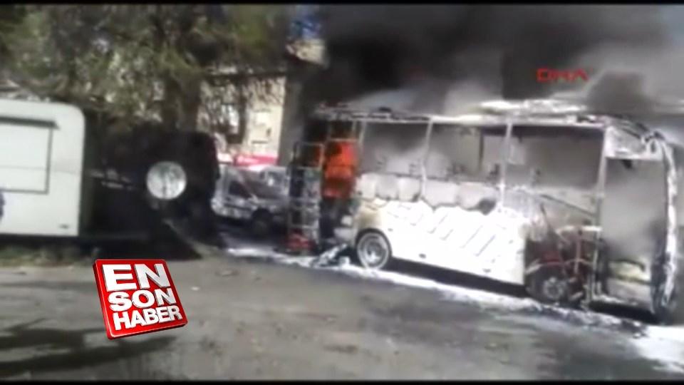 Ayazağa'da 2 otobüs ve 2 midibüs yandı