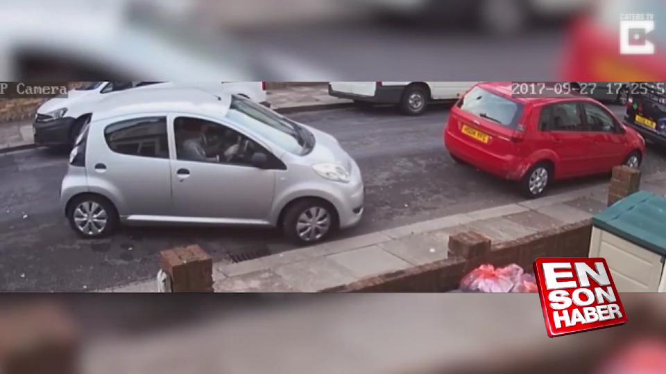 Arabasını park edemeyen kadın