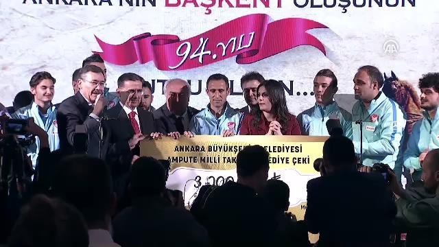 Ampute Futbol Milli Takımı'na 200'er bin liralık ödülleri takdim edildi
