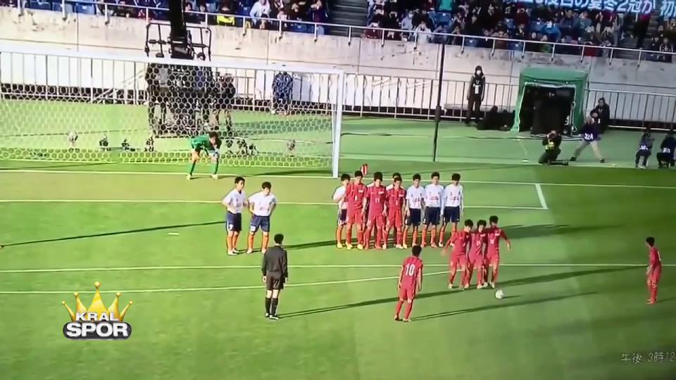 Japonya liginde ilginç baraj taktiğiyle atılan gol
