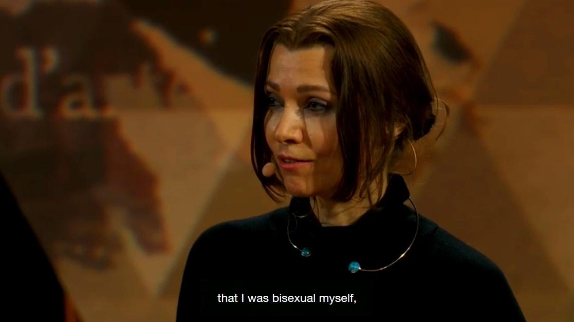 Elif Şafak biseksüel olduğunu açıkladı