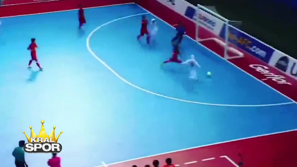 İran kadın futsal takımından muhteşem hareketler