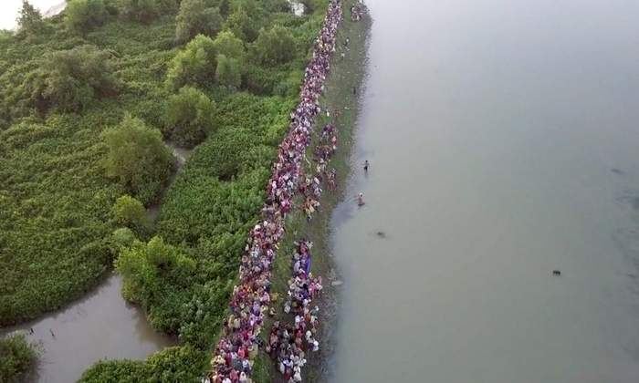 Myanmar'dan kaçan Müslümanlar havadan görüntülendi
