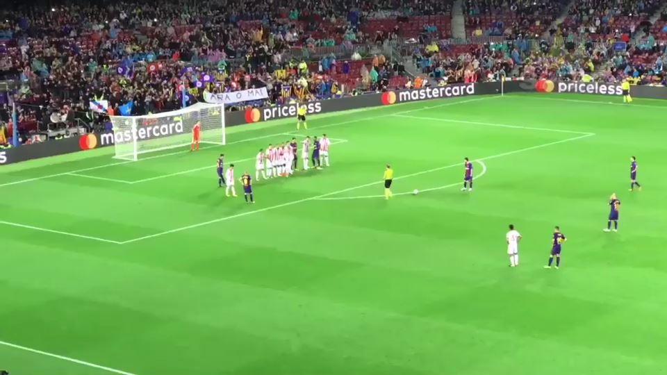 Messi 100. golünü frikikten attı