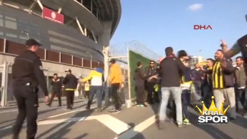 Fenerbahçe taraftarı Türk Telekom Stadı'na ulaştı