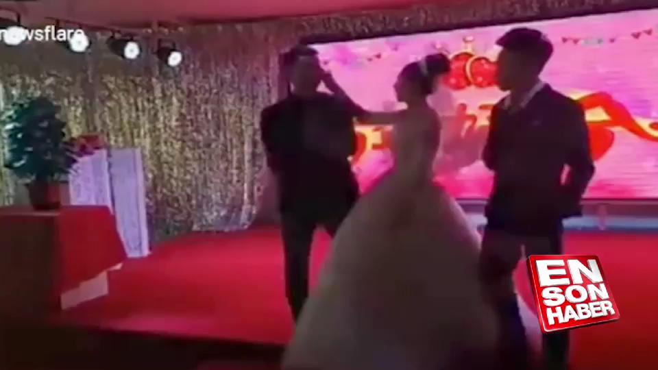 Düğünde gaf yapan sunucuya gelinden tokat