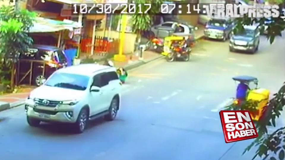 Önüne çıkan adam için hızını kesmeyen sürücü