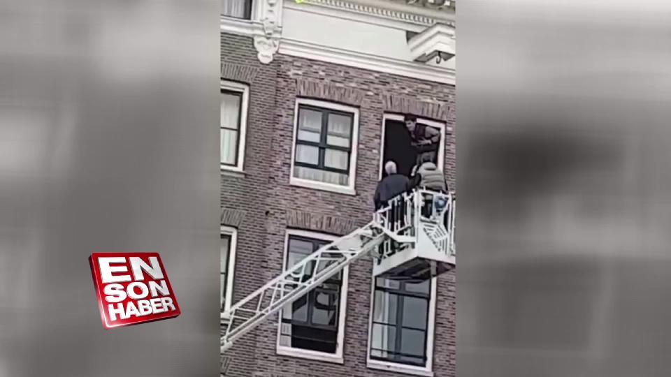 Hollanda'da bir kişi camdan atlayarak intihar etti