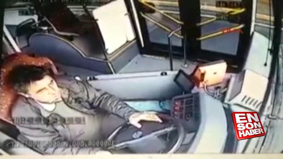 Halk otobüsünün kaza anı kamerada