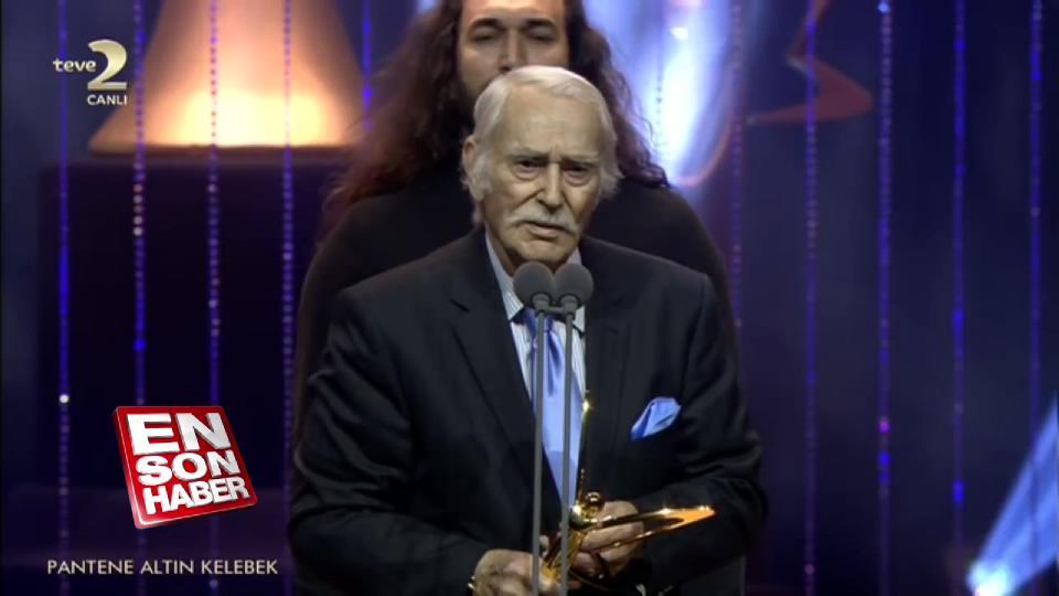 Harun Kolçak'ın ödülünü alan Eşref Kolçak ağlattı