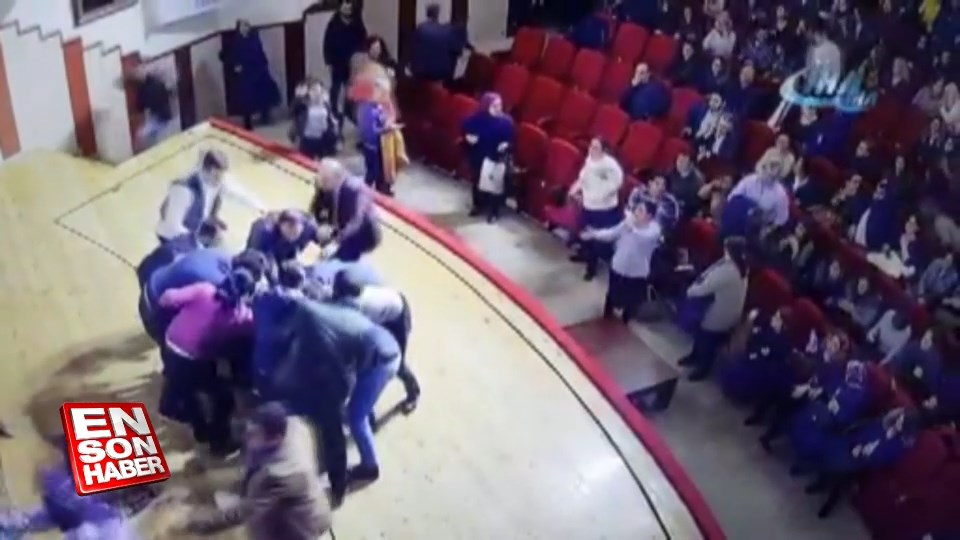 Tokat'ta tiyatro oyuncusuna sahnede saldırı