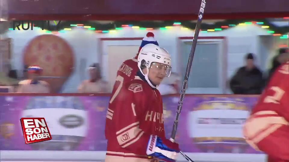 Vladimir Putin buz hokeyi oynadı