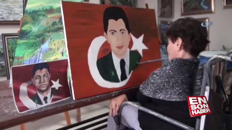 Ağzıyla Temmuz Şehidi Ömer Halisdemir'in resmini çizdi