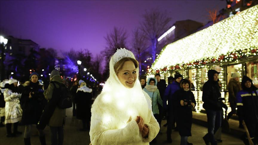 Moskova'da kar kızları geçit töreni
