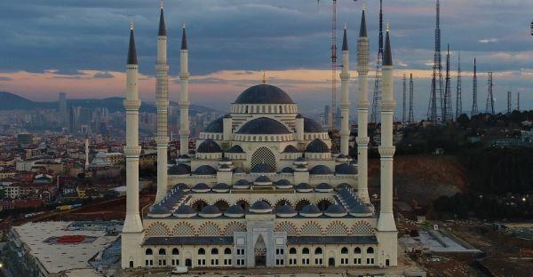 Yüzde 90'ı biten Çamlıca Camii havadan görüntülendi