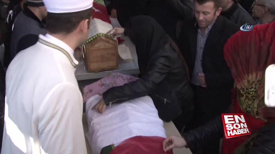 Babaları tarafından öldürülen 2 kardeş defnedildi