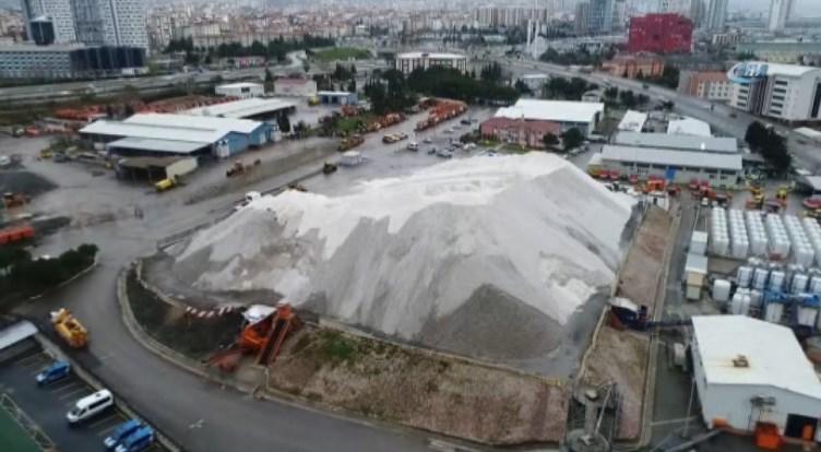 Kartal'daki 80 bin tonluk ham tuz dağı