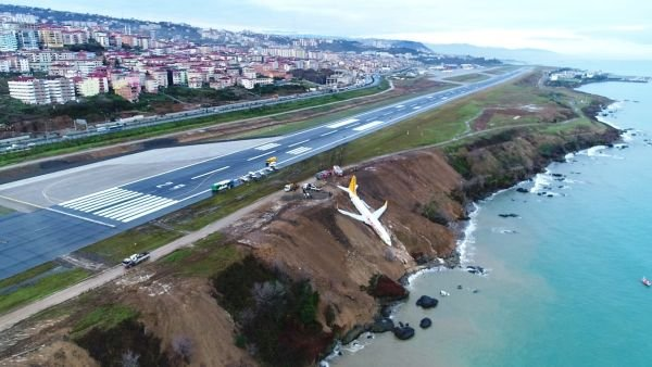 Trabzon'da pisten çıkan uçağın havadan görüntüleri