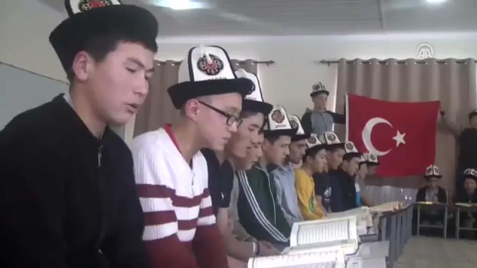Kırgız çocuklar Zeytin Dalı Harekatı için dua etti