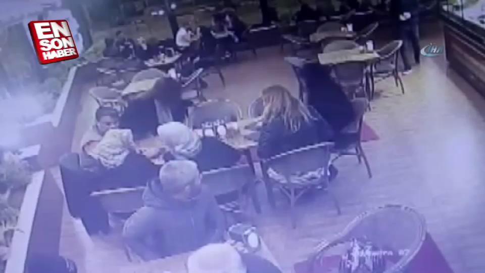Yaşlı adamın işaretiyle polis, şantajcıları yakaladı