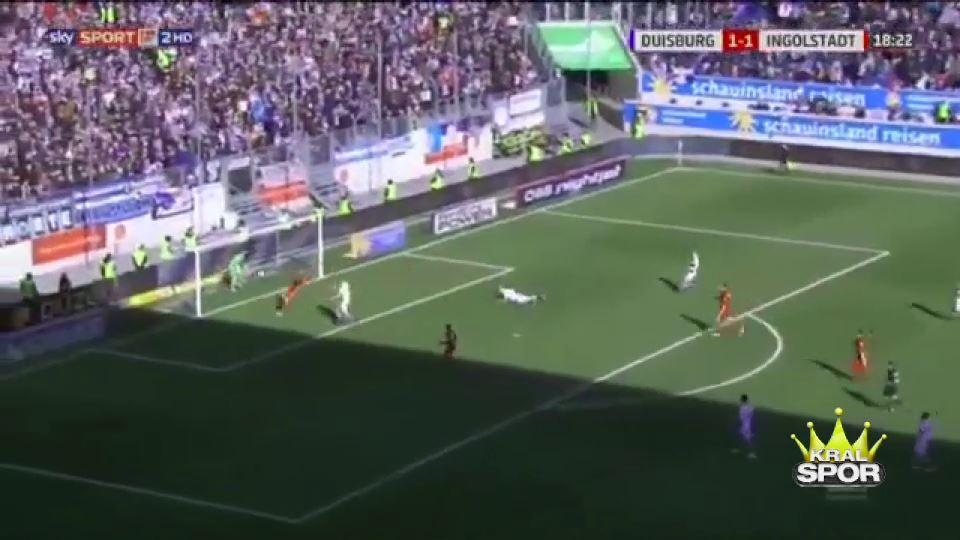 Duisburg kalecisi su içerken gol yedi