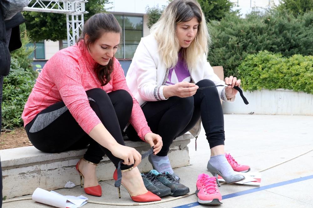 Antalya'da yüksek topuklu ayakkabılarla yarış