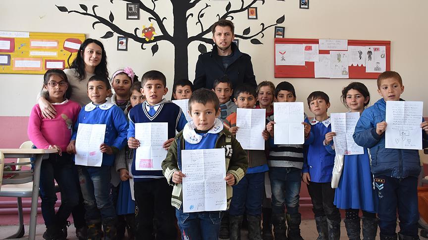 Minik öğrencilerden asker ağabeylerine mektup