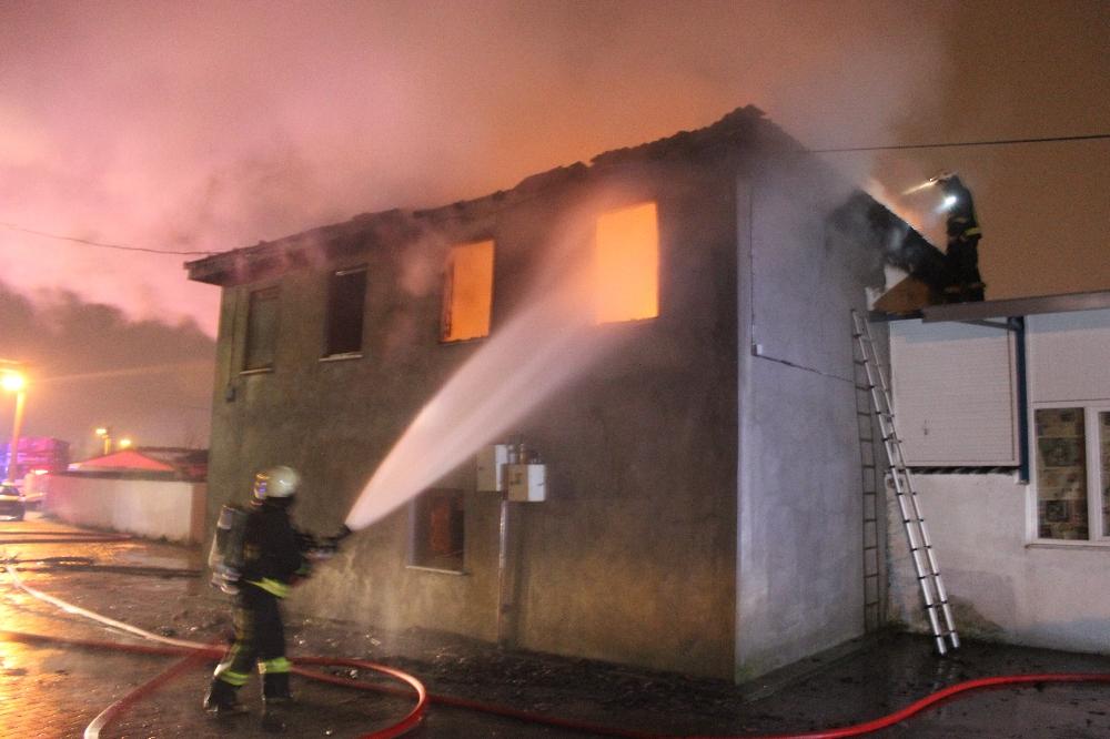 Annesiyle tartışıp evlerini ateşe verdi