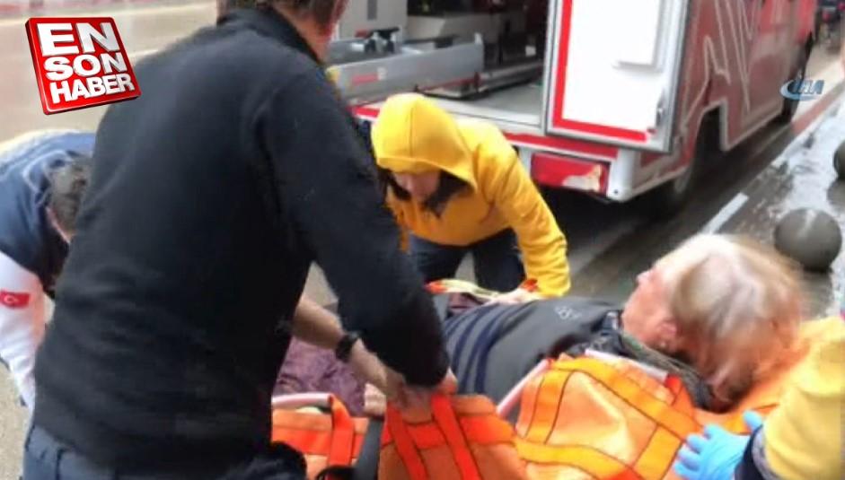 Asansöre sığmayan 180 kiloluk kadını 7 kişi zor indirdi
