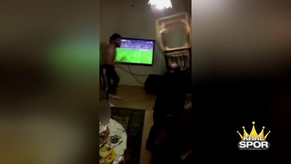 Galatasaray taraftarı çıldırdı kontrolü yine bir kadın sağladı