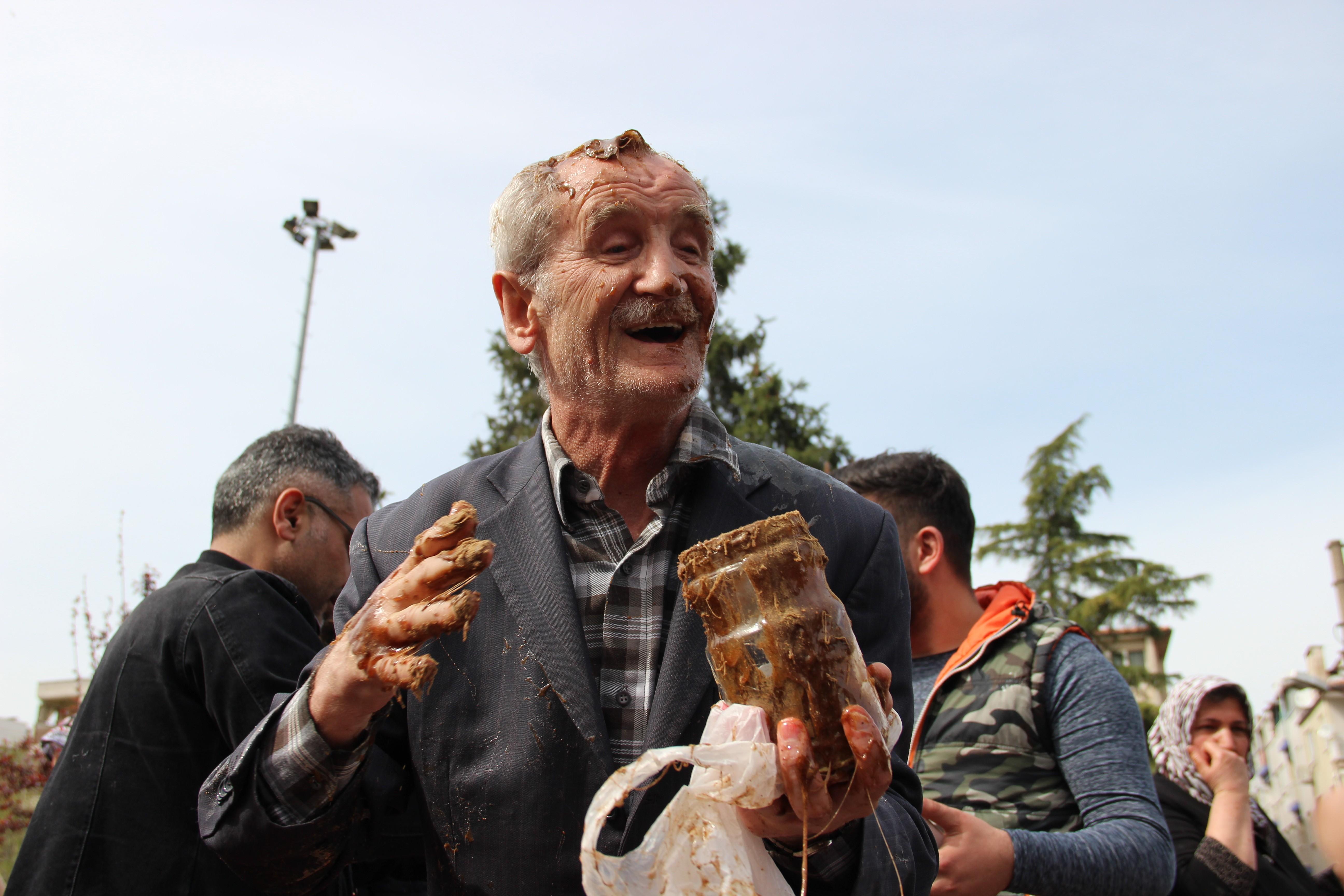 Manisa'da mesir macunu kazanına düşen amca